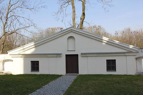 Zdjęcie przedstawia klasycystyczną kaplicę świętego Jacka