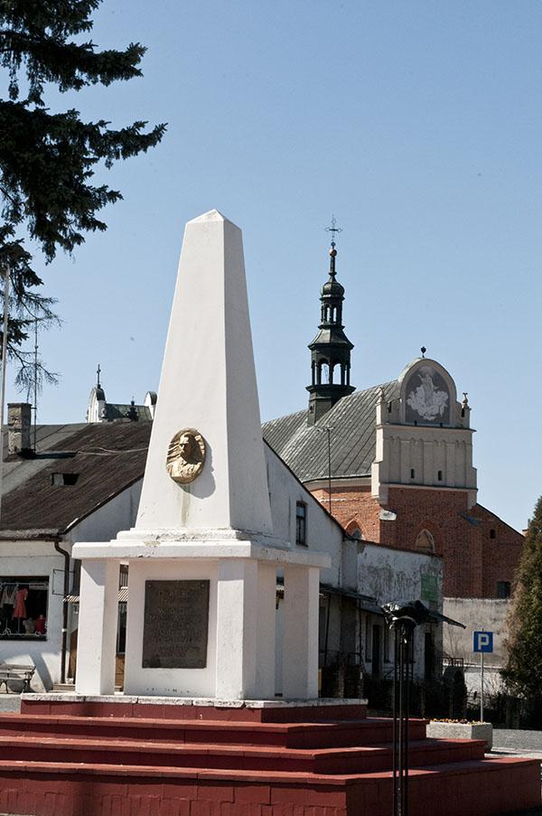 Zdjęcie przedstawia pomnik Marszałka Józefa Piłsudzkiego