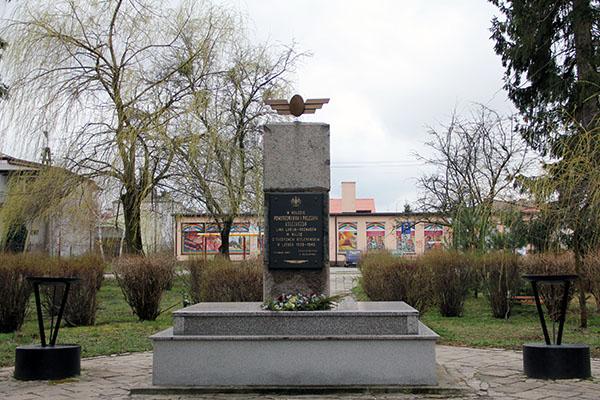 Zdjęcie przedstawia Pomnik Kolejarzy