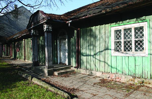 Zdjęcie przedstawia Dworek Modrzewiowy