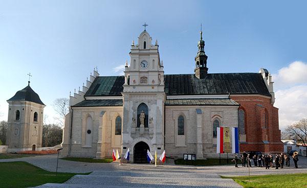 Zdjęcie przedstawia Kościół pod wezwaniem wniebowzięcia najświętszej maryi panny